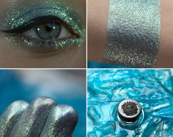 Eyeshadow: Great Master - Mermaid. Green shimmering mineral eyeshadow by SIGIL inspired.
