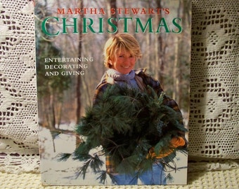 Martha Stewart's Christmas - Entertaining Decorating And Giving - Softcover Book