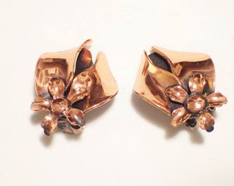RENOIR Mid Century Modern Copper Flower And Leaves Garland Clip Earrings