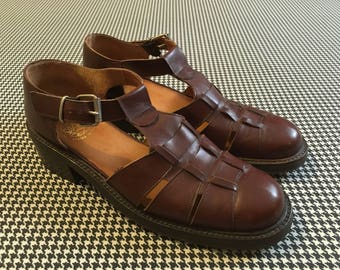 1990's, low, chunk heel, lug rubber sole, sandals, in brown leather, Women's size 8