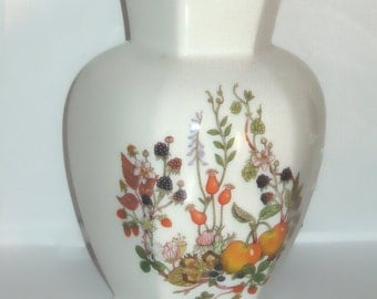 Aynsley England Bone China Octagon Bud Vase - White with Raspberries and Tomatoes