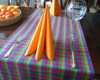 Table runner checkered 137 x 50 cm, with orange or green napkins, 42 x 42 cm
