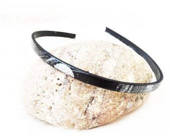 Black with silver skinny leather choker. UK chokers.