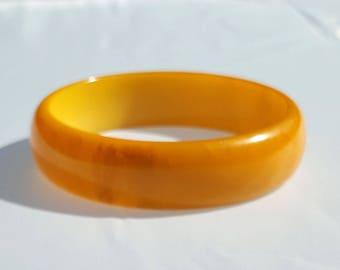 Vintage bakelite bangle butterscotch catalin plastic with mocha swirl yellow orange