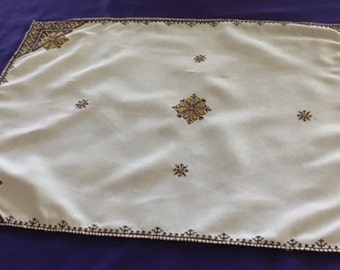 Hand Stitched And Decorated Coffee Table Cover With 6 Small Nappkins