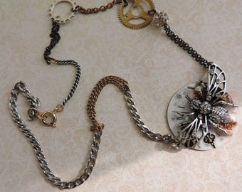 """Steampunk jewelry. Necklace """"The time which stops""""."""