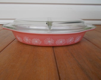 Pyrex,Flamingo Pink, White Daisy Flowers, Clear Lid Divided Casserole Dish, 1950's, Made In The U.S.A. 1 1/2 Quart