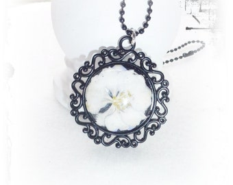 Chain, real flower