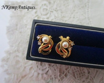 Vintage pearl earrings clip ons
