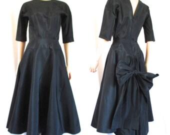 """1950s Anne Fogarty Black Dress Huge Back Bow Understated Elegance 26"""" W"""