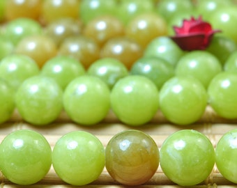 62 pcs of Natural Green Jade smooth round beads in 6mm