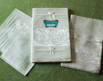 Vintage Green Damask Banquet Tablecloths Set, 2 Tablecloths, 8 Matching Napkins, Made in Japan, New Old Stock, Unused Cotton Rayon Damask