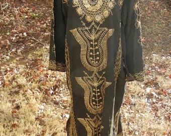 Vintage beautiful embroidered caftan tunic dress one size black w/ amazing gold metallic thread detail Boho chic hippie festival OS S/M/L/XL