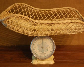 Vintage Baby Scale 25lb.,vintage yellow with blue graphics on dial,very good condition, basket excellent, no broken parts, bright graphics