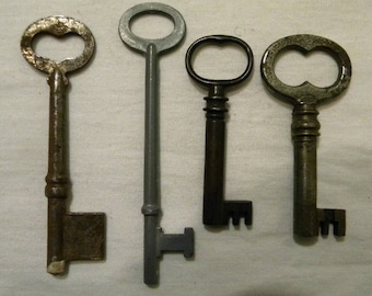 4 Vintage Skeleton Keys - Rusty Skeleton Keys -  Altered Art - Mixed Media - Jewelry Supply