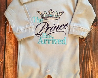 The Prince Has Arrived Homecoming Outfit Embroidered Romper-- Newborn Boy coming home outfit -- Personalized infant hat -- Baby shower gift