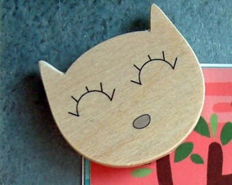 Cat wood magnets, made in Quebec, Canada made of wood
