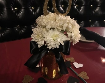 6 Number or initial centerpiece