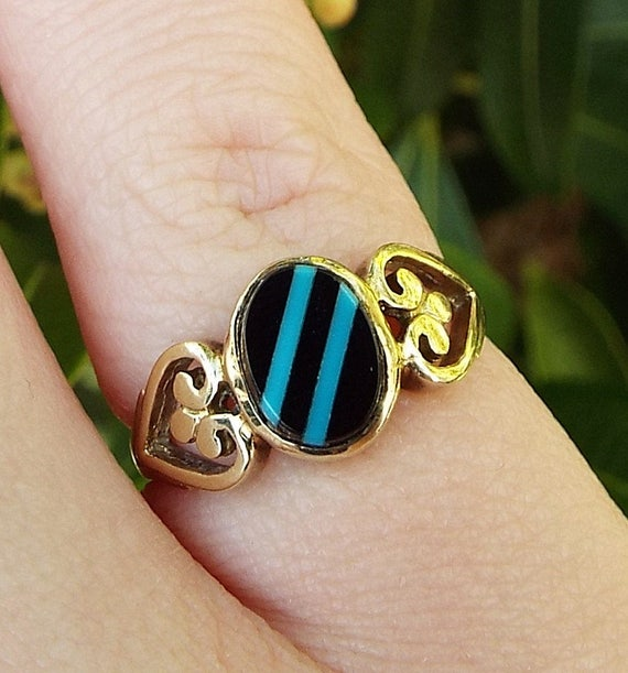 Vintage 1989  9ct Yellow Gold Onyx & Turquoise Heart Shoulder Signet Ring Size J