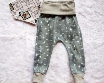 Baby boys pants, Baby boys harem pants, boys pants, Vintage Mickey, baby pants size 3 months, size 6 months,Boys pants size 1.FREE BIB