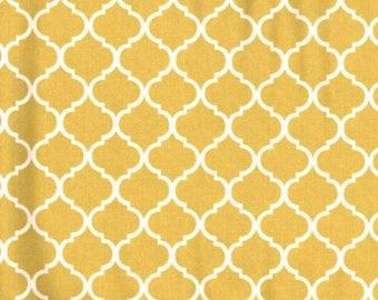 Mini Quatrefoil Fabric White on Gold 100% Cotton