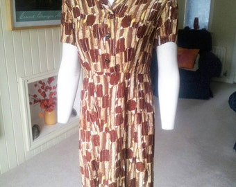 SALE Stunning brown and yellow patterned 1940s shirtwaister dress