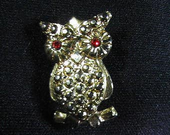 Vintage Owl Brooch, Gold-tone, Jewelry Accessory, Collectible Costume Jewelry, Made in Taiwan