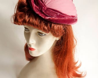 Vintage 1960s/70s Dusty Pink Pleated Georgette Nylon & Velvet Pill Box Hat with Hat Pin