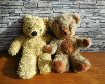 A pair of cute vintage bears