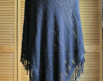 Vintage. Cute black/poncho/crochet/sweater/fringe. Shawl. Notations. Size fits all. 1980s!