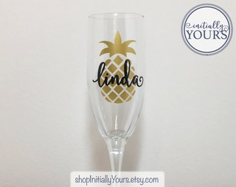 Personalized Pineapple Champagne Flute, Gift Hostess, Christmas Gift Hostess, Holiday Gift Idea, Hostess Gift Idea, Shower Hostess Gift