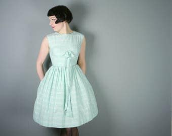 50s pastel MINT green cotton dress with BOW bust and full skirt - summery Mid Century day dress - xs-s