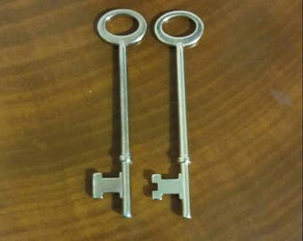 Set of 2 Brass Skeleton Keys, Vintage, Hollywood Regency