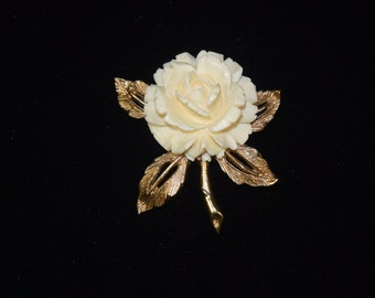 White Resin Rose flower with goldtone leave and stem brooch.