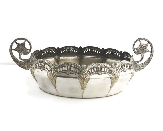 Antique silver plated float bowl with handles, Empire style decorative elements, wreath pattern, stylized handles, gilded effect, 1800s