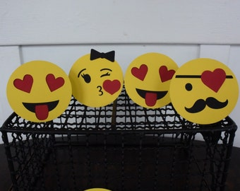 12 Emoji Valentine's Day Cards, Emoji Face Cards, Valentine's Day Cards, Unique Valentine Cards, Funny Valentine Cards, Classroom Valentines