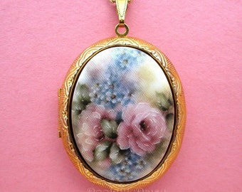 Pretty Porcelain Pink Roses & Blue FORGET ME NOTS Not Flowers Cameo Locket Pendant Necklace Goldtone Locket  w/ 24 Inch Chain for Photos