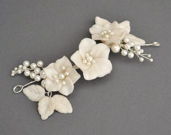 Floral bridal headpiece, white flowers wedding headpiece, romantic bridal hairpiece,delicate bridal hairpiece
