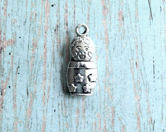8 Russian doll charms (3D) antique silver tone - silver Russian doll pendants, matroyshka doll charms, nesting doll charm, Russia charm, S11