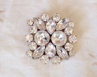 Beautiful vintage clear  glass rhinestone  brooch