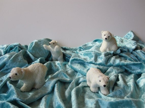 Set of four Cubs on the ice! Winter and Christmas decoration. China cold saeljana.