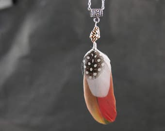 Pendant in natural feathers