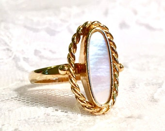 Vintage Sarah Coventry Mother of Pearl Gold Ring Adjustable Size 8 1/2