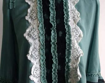 Beautiful green blouse, with open back and ruffle / lace front.