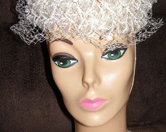 Gorgeous Vintage Stiffened Lace Off-White Pillbox Hat - 1940s
