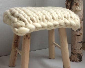 Rectangular stool with lontwol of the merino sheep