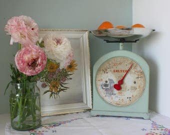 A lovely set of Vintage 1930's No 34 Salter Scales in original green paint.