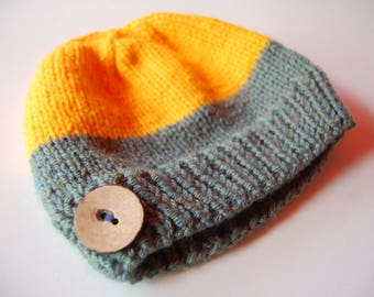 Color-blocked beanie with button