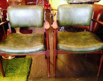 Mid Century Modern Dining Chairs by Gunlock, Danish Style Vintage 1950's Walnut Wood and Original Upholstery Stunning!