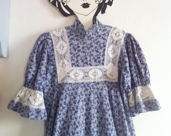 Laura Ashley early piece! maxi dress blueish grey floral print and cream lace, victorian stand up collar made in Wales / UK 10 XS - small